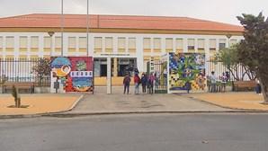 """""""Cada turma tem uma sala fixa"""": Alunos regressam às aulas em Sines com medidas de segurança para a Covid-19"""