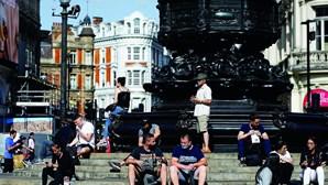 Reino Unido regista recorde diário com 6634 novas infeções de Covid-19