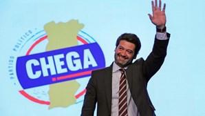 Em menos de 24 horas, André Ventura absteve-se, votou contra e a favor da proposta do BE para o Novo Banco