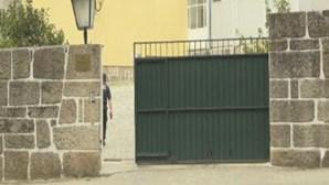 Carrinha que transportava reclusos infetados com Covid-19 fica parada na A7
