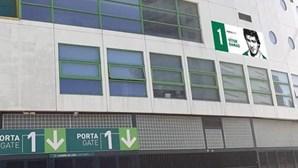 Sporting homenageia antigos jogadores com imagens nas portas do Estádio José Alvalade