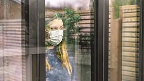 Especialistas dividem-se: Tirar ou manter a máscara após estar totalmente vacinado?