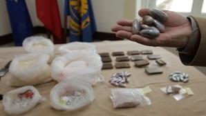 Escondem 100 mil euros em cocaína no corpo