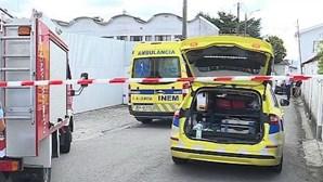 Dois trabalhadores feridos com gravidade após queda de telhado na Feira