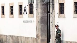 Migrantes marroquinos em quartel do Exército