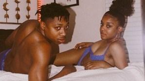 """Mulher que namora com o primo publica fotos intimas para travar """"estigma do incesto"""""""