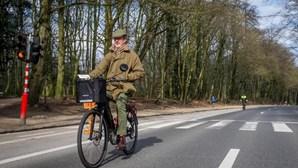 """Bélgica à beira de """"tsunami"""" com aumento galopante de casos de Covid-19"""
