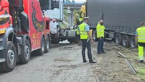 Colisão entre dois camiões na A29 em Ovar faz dois feridos