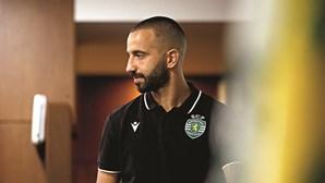 Rúben Amorim orienta jogo do Sporting por telemóvel