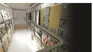 Covid-19 soltou presos mas riscos nas prisões não diminuíram