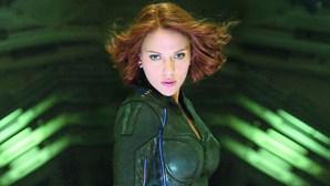 """Scarlett Johansson processa Disney por estreia de """"Viúva Negra"""" no 'streaming'"""