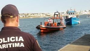 Dez turistas salvos de barco à deriva em Portimão