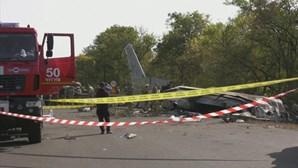 Único sobrevivente de queda de avião na Ucrânia saltou de aeronave em chamas em pleno voo