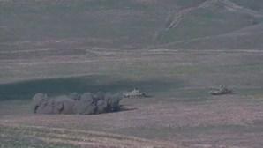 Azerbaijão condena investida e Arménia responde com mobilização militar