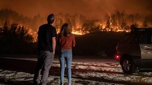 Pelo menos três mortos em grande incêndio na região vinícola da Califórnia