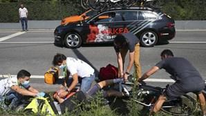 Ciclista Nigel Ellsay fraturou a coluna e ossos do rosto após queda na Volta a Portugal