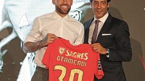 """""""Estou pronto para jogar domingo"""": Otamendi apresentado como reforço do Benfica"""