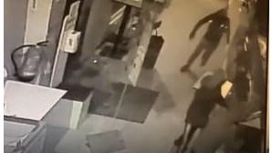 Videovigilância apanha gang a assaltar pastelaria em Vila Verde. Caixa registadora estava vazia. Veja as imagens