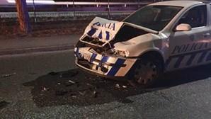 PSP tenta travar a tiro assaltantes que abalroaram carro-patrulha e fugiram