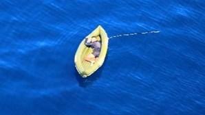 Força Aérea deteta migrante a bordo de embarcação de borracha à deriva no Mediterrâneo