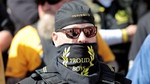 Quem são os Proud Boys, o grupo de extrema-direita que está às ordens de Donald Trump