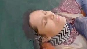"""""""Havia muitos tubarões"""": Mulher encontrada viva a boiar no mar após dois anos desaparecida relata horror vivido"""