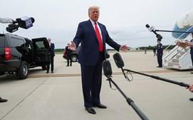 Trump fala com os jornalistas à chegada ao Wisconsin para visitar a cidade de Kenosha