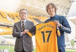Fábio Silva já foi apresentado em Inglaterra como novo jogador do Wolverhampton