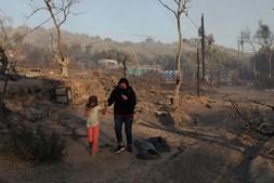 Incêndio destrói maior campo de refugiados da Grécia e deixa milhares de pessoas desalojadas