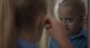 A britânica Maisie Sly é uma das protagonistas do filme