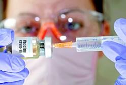 Vacina da Astrazeneca e da Univ. de Oxford é uma das que vão mais avançadas no processo de desenvolvimento
