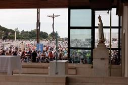Peregrinos no Santuário de Fátima durante cerimónia religiosa de 13 de setembro, marcada pela forte afluência de peregrinos em Fátima, 13 de setembro 2020 em Fátima