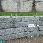 Centenas de jovens convivem e consomem bebidas alcoólicas na zona ribeirinha de Barcelos