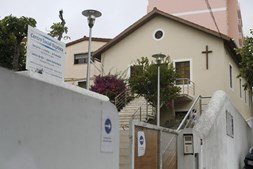 Bebé foi abandonado no Cacém, junto Centro Social Baptista