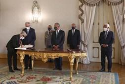 Presidente da República com o primeiro-ministro, António Costa durante a cerimónia de tomada de posse do novo secretário de Estado Adjunto e da Saúde, António Lacerda Sales