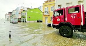 Em Alhandra, ruas foram invadidas pela força das águas durante o dia de ontem