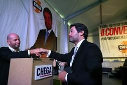 O presidente do Chega, André Ventura,  vota para a eleição da nova direção nacional por si proposta, no decorrer dos trabalhos do segundo dia da II Convenção Nacional do Chega