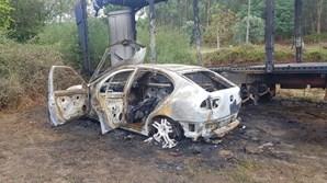 Carro destruído pelas chamas em Ponte de Lima