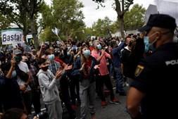 Centenas de pessoas em protesto na capital espanhola