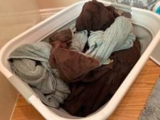 Mulher decide lavar toalhas 'lavadas, dobradas e arrumadas' e surpreende todos