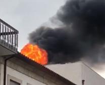 Incêndio deflagra em churrasqueira no centro de Arcos de Valdevez