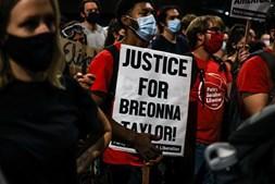 Protestos sobre caso da morte de jovem negra Breonna Taylor