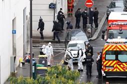 Ataque junto à antiga sede do 'Charlie Hebdo' faz dois feridos em Paris