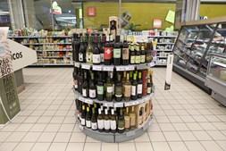 Hora limite na venda de álcool coincide com a altura em que as famílias aproveitam para fazer compras após o trabalho