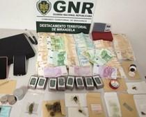 Apreendidas na operação diversas doses de droga e mais de cinquenta mil euros em dinheiro