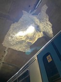 Cratera no tecto do túnel do metro após desabamento