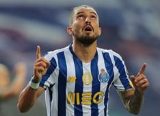 Alex Telles está a condicionar o processo de reforço da equipa do FC Porto