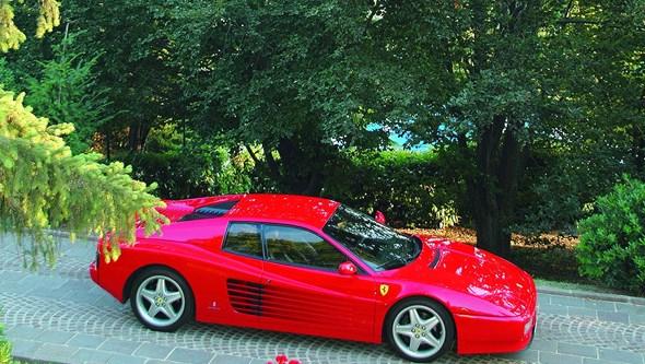 Ferrari por 30 euros trama solicitador
