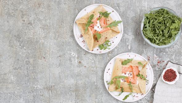 Deliciosos crepes integrais com camarão