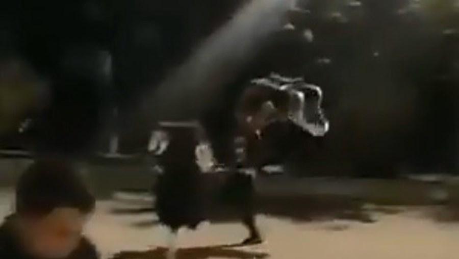 Dois homens agredidos após tentarem entrar em restaurante sem máscara no Parque das Nações